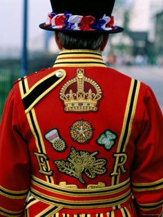 size: Photographic Print: Beefeater, London, England Poster by Steve Vidler : Artists London Eye, London City, Tower Of London, London Tours, England And Scotland, England Uk, London England, Oxford England, Cornwall England