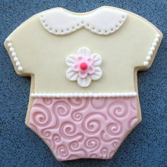 BABY Onesie Cookie Favors Celebrate the arrival of a new baby with our adorable Onesie cookies! They make great shower favors and would also be a delicious gift for the new Mommy & Daddy! Onesie Cookies, Baby Girl Cookies, Sugar Cookies, Cookies Et Biscuits, Onesies, Baby Onesie, Cookie Favors, Cupcakes, Decorated Cookies