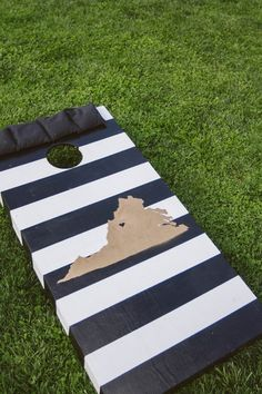A fun way to represent your state at your wedding! #cornhole #weddingideas {A Muse Photography}
