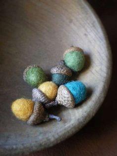 Autumn Acorn Crafts trendhunter.com