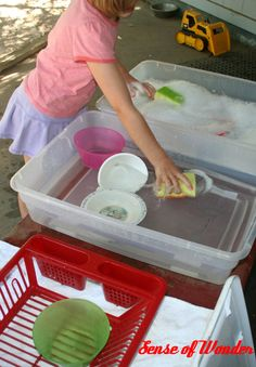 Out door dish washing station. What a great idea, after a birthday party or picnic the kids can help clean up.or for pretend play. Sensory Activities, Toddler Activities, Outdoor Activities, Outdoor Play Spaces, Outdoor Fun, Montessori, Backyard Playground, Playground Ideas, Sensory Table