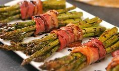 You need this recipe in your repertoire for fancy entertaining: crispy roasted asparagus spears bundled in bacon and drizzled with honey balsamic glaze. Asparagus Recipes Oven, Asparagus Appetizer, Bacon Wrapped Asparagus, How To Cook Asparagus, Asparagus Spears, Best Bacon, Cooking Recipes, Healthy Recipes, Clean Eating Snacks