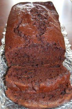 Double Chocolate Banana Bread 1 cup sugar 2 eggs cup vegetable oil 1 cups mashed bananas (about 1 tsp vanilla extract 1 cups flour cup cocoa (I prefer dutch process) 1 tsp baking soda tsp salt 1 cup semi sweet chocolate chips Heat oven to Bake minutes. Just Desserts, Delicious Desserts, Dessert Recipes, Yummy Food, Tasty, Bon Dessert, Eat Dessert First, Think Food, I Love Food