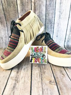 When you are feeling ranchy but don't want to wear boots. These adorable sneakers with suede fringe are amazing quality and sure to get you lots of compliments! Boho Shoes, Western Look, Southwest Style, Fashion Boutique, Cowboy Hats, Fashion Forward, Espadrilles, My Style, Country Style