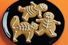 Receita do dia: Bolachas para o Dia das Bruxas (Halloween) Bolachas de suave sabor a limão decoradas a preceito para o Dia das Bruxas ou Halloween. Já viu o poder de um mero lápis de pasteleiro? Simples e eficaz! ► Ver receita em www.receitas-de-bolos.pt/14090 ► Mais receitas em www.receitas-de-bolos.pt #Receitas #Bolos #ReceitaDoDia #ReceitasDeBolos #Receita #Bolo #Cozinhar