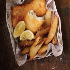 Ricardo& recipe : Classic Fish and Chips Shellfish Recipes, Seafood Recipes, Cooking Recipes, Bistro Food, Pub Food, Fisher, Ricardo Recipe, Confort Food, Fish Dishes