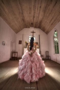 Quinceañera photo pose at the altar. Very unique, artistic & dramatic! photo by Carlos Bravo