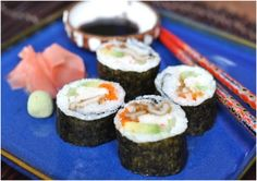 Sushi is one of Japan's traditional dishes where the main ingredients of rice and raw fish. When we think of sushi the first image that comes to mind is raw Clam Recipes, Sushi Recipes, Seafood Recipes, Asian Recipes, College Meals, College Food, Razor Clams Recipe, Appetizer Buffet, Appetizers