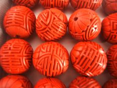 VINTAGE BEAUTIFUL CARVED CHINESE 36 LOOSE BEADS OF CINNABAR BEADS AS FOUND