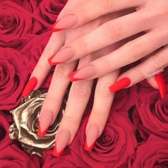 Prom nails aren't less important in your prom look, are they? It is essential to pick the best design for your mani that will fit your mood and gown as well. In order to help you to choose, we have selected the trendiest nail art ideas for this year. Red Acrylic Nails, Simple Acrylic Nails, Gel Nails, Tapete Gold, Acylic Nails, Nagellack Design, Cute Acrylic Nail Designs, Nail Designer, Fire Nails