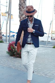 White + Flores By Alberto Bennett mens fashion style Italian Mens Fashion, Mens Fashion Blog, Mens Fashion Suits, Trendy Fashion, Men's Fashion, Fashion Tips, Blazer Outfits Men, Blazer Fashion, Mens Style Guide