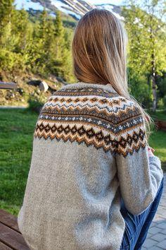 Ravelry: marja-lena's Nordkappkofte Etnic Pattern, Knitting Projects, Knitting Patterns, Sweaters For Women, Men Sweater, Knit Cardigan, Knit Sweaters, Fair Isle Knitting, Clothing Patterns