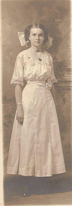 Minnie from Nebraska, 1908 Vintage Photos Women, Vintage Images, Edwardian Era, Victorian, 1900s Fashion, Trifles, Big Bows, Belle Epoque, Vintage Beauty