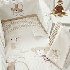 From bluezoo's fantastic range, this bed in a bag offers a friendly companion that will keep little ones happy at bedtimes. In white, it is super-soft in a cotton blend and features a cheeky and smiley monkey print.
