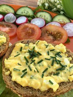 Egy finom Metélőhagymás tojáskrém ebédre vagy vacsorára? Metélőhagymás tojáskrém Receptek a Mindmegette.hu Recept gyűjteményében! Potato Salad, Potatoes, Cooking, Ethnic Recipes, Food, Kitchen, Potato, Essen, Meals