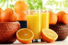 Pure fruit juice: junk food or health food? - Health benefits of juicing Foods For Healthy Skin, Healthy Juices, Healthy Recipes, Food Wallpapers, Fruit Juice Machine, Lila Baby, Food For Glowing Skin, Dry Skin On Face, Fruits Images