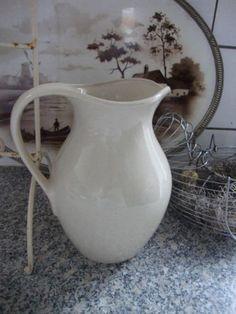 Wit aardewerk kan
