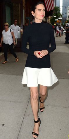 Jennifer Connelly in Balenciaga with Givenchy sandals White Fashion, Love Fashion, Style Minimaliste, Jennifer Connelly, Jennifer Lawrence, Thing 1, Classy And Fabulous, Simply Beautiful, Beautiful Things