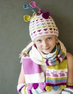Rett i hjertet - Luer, skjerf, votter, leggings / pulsvarmere Crochet hat with hearts
