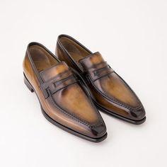 Loafers are wardrobe essentials Oxfords, Suede Loafers, Penny Loafers, Suede Ankle Boots, Loafer Shoes, Loafers Men, Men's Shoes, Shoe Boots, Dress Shoes