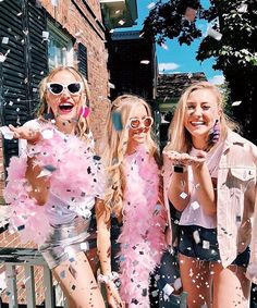 That feeling when finals are over 🎉😆💃🏽 // Adam Block Design Sorority Bid Day, Sorority Life, Sorority Rush Themes, Sorority Poses, Sorority Party, Recruitment Themes, Sorority Sisters, Hipster Baby Clothes, Cute Baby Clothes