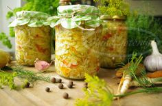 Sałatka - kapusta, ogórki, cukinia, papryka, marchewka Polish Recipes, Polish Food, Canning Recipes, Kitchen Hacks, Tasty Dishes, Chutney, Healthy Choices, Preserves, Pickles