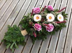 Traurer decoration 2017 Tea Cup Planter, Xmas Theme, Japanese Flowers, December 25, Ikebana, Paper Goods, Funeral, Paper Flowers, Flower Arrangements