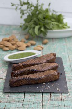 Salmón ahumado con pesto de rúcula. Sigue nuestras recetas en http://www.liskomarket.com/es/8-recetas-online-productos-finlandeses-finlandia