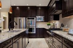 I think this is the colours I'm going to go with for my kitchen! Dark cabinets, light granite and light floors