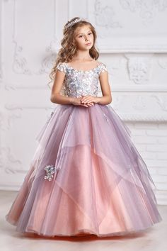 Flower girl dresses Peach color and Gray, silver grey flower girl dresses, light gray flower girl Gowns For Girls, Dresses Kids Girl, Peach Flower Girl Dress, Flower Girl Dresses, Robes De Confirmation, Peach Bridesmaid Dresses, Kids Gown, Kids Frocks, Girl Dress Patterns