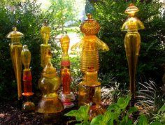 JuxtaposeJane's Glass Totem Garden glass art, garden decor, craft, yard stuff, garden totem, garden art, glass totem, juxtaposejan glass, totem garden