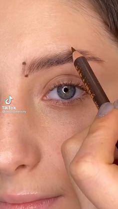 Eyebrow Makeup Tips, Makeup Tutorial Eyeliner, Makeup Looks Tutorial, Eye Makeup Steps, Eyebrow Tutorial, Contour Makeup, Smokey Eye Makeup, Skin Makeup, Maquillage On Fleek