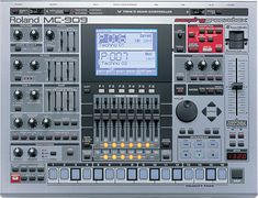 Roalnd MC-909 Sampling Groovebox ~ Big Brother Of The Roland 808
