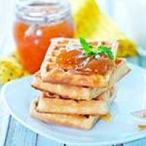 Μια συνταγή μαρμελάδα ροδάκινο-ανανά εύκολη, χωρίς ζάχαρη και με λίγες θερμίδες. Waffles, Breakfast, Greek, Recipes, Food, Breakfast Cafe, Greek Language, Rezepte, Essen