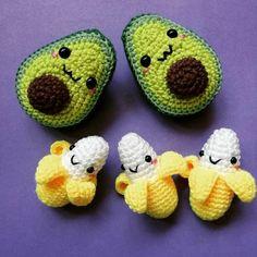Bichinhos de crochê em português passo a passo #crochê #rendaextra #amigurumi #receitasamigurumi #crochepassoapasso #crochegraficos #tapetes #amigurumiideias #bichinhosdecroche #crochenatal #crocheinfantil #artesanato #barbante #fiodemalha Kawaii Crochet, Cute Crochet, Crochet Toys, Crochet Fruit, Kawaii Diy, Crochet Animals, Crochet Crafts, Knit Crochet, Knitting Projects
