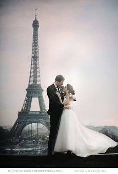 The Eiffel Tower- perfect backdrop for a romantic couple shoot | Photography: A Click for Two