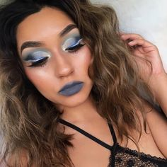 No wing winged liner blue eyeshadow cut crease blue and white liner IG: @Vmariexoxo_