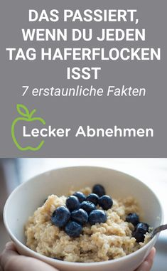 Haferflocken: Gesund und perfekt zum Abnehmen – 7 erstaunliche Fakten Oatmeal is cheap and perfect for a healthy breakfast. Find out why oatmeal is so healthy with 7 amazing facts and find many delicious recipes that contain this staple ingredient. Detox Drinks, Healthy Drinks, Healthy Snacks, Healthy Recipes, Delicious Recipes, Superfood, Low Carb Chicken Recipes, Easy Healthy Breakfast, Detox Recipes