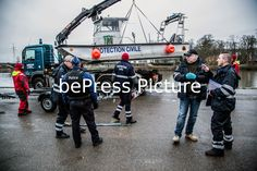 20160124 - HUY, BELGIUM: Protection civile and Police searching on the river La Meuse in Huy on Sunday 24 January 2016. The stream called 'L'homme sauvage' violently overflowed its banks yesterday around 15:00 and a boy of 12 years old and one Patro youth leader were swept away, in Huy city center, Sunday 24 January 2016. The patro youth leader was found back healthy but the boy is still missing. Philippe BOURGUET/bePress Photo Agency