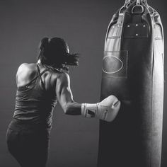 Will a punching bag workout increase weight loss? Band Workout, Boxing Workout, Boxing Boxing, Workout Tips, Jiu Jitsu, Boxe Mma, Boxing Basics, Sport Motivation, Boxing Classes