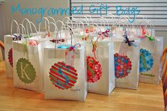 Monogrammed Gift Bags - uses Cricut Creative Mommas: Gift Bags Personalized Gift Bags, Monogram Gifts, Party Favor Bags, Goodie Bags, Vieux Telephone Portable, Decorated Gift Bags, Paper Crafts, Diy Crafts, Ideas Geniales