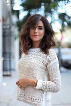 Chic medium length waved hair; Photo via Sazan