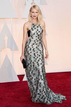 Brivido argento per l'abito di Naomi Watts, delicatissimo sulle spalle, intrigante sul retro  -cosmopolitan.it