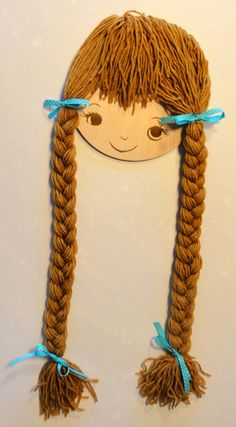Hair Bow Holder Girl Face with Long Braids por ValleyViewCustoms