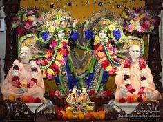 Sri Sri Gaura Nitai with Acharyas Wallpaper Wallpaper {ISKCON Chicago} For more screen resolution wallpapers visit http://harekrishnawallpapers.com