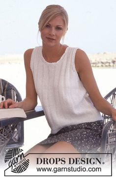 DROPS Sleeveless Top in Muskat. Free pattern by DROPS Design.