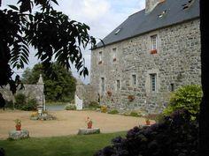 Chambres d'hôtes à vendre à Kerbors, sillon du Talbert Petit Manoir de caractère du 18 siècle situé sur la presqu'île sauvauge entre la côte de granit rose et l'Ile de Brehat, Côtes d'Armor, Bretagne.