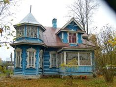 Vyritsa, Russia. It's such a cute and pretty little house!!