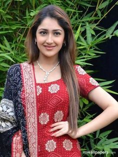 Sayyeshaa is an Indian film actress who appears in Tamil, Hindi and Telugu films. After working in a Telugu film Akhil, she made her Bollywood debut in Ajay Devgns Shivaay. Indian Film Actress, Tamil Actress, Beautiful Indian Actress, Bollywood Actress, Indian Actresses, India Beauty, Celebs, Celebrities, Woman Crush