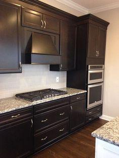 Dark Cabinets White Backsplash, Dark Brown Kitchen Cabinets, Kitchen Cabinet Color Schemes, Brown Kitchens, Espresso Cabinets, Home Decor Kitchen, Home Kitchens, Interior Modern, Armoire